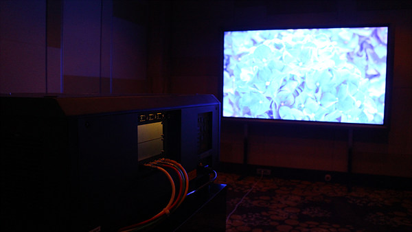 4K의 생생한 영상을 구현하는 세계 최초 4K 레이저 프로젝트 PT-RQ13K