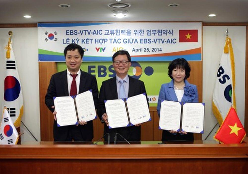 왼쪽부터 호끼엔 VTV 본부장, 신용섭 EBS 사장, 뉴엔티탱 냔 AIC 회장