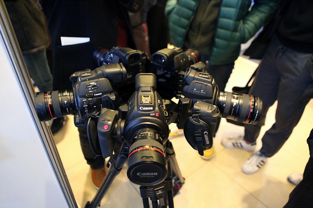 제작에 사용되었던 캐논 C100으로 구성된 VR 카메라