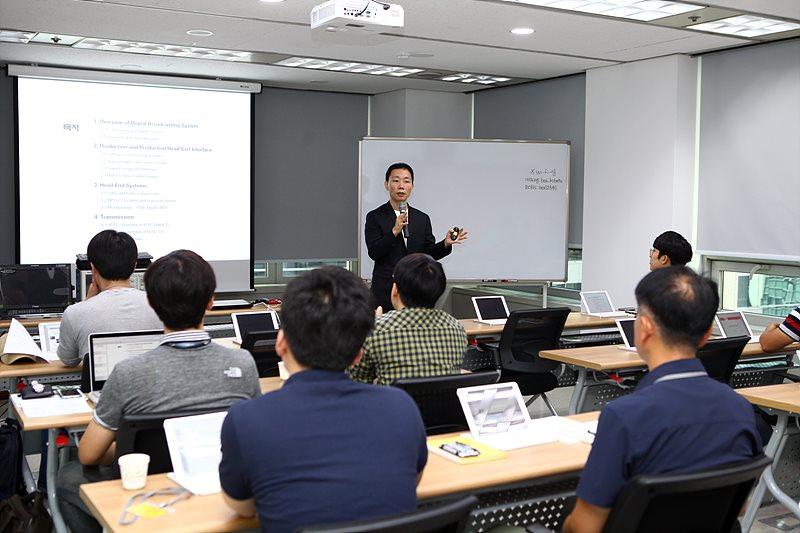 방송시스템에 대한 전반적인 이론을 강의한 김용구 서울미디어대학원대학교 교수