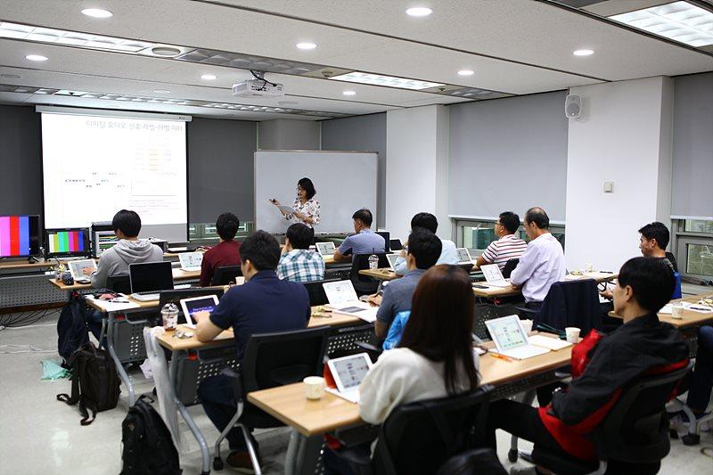 디지털 오디오 신호의 이해에 대해 강의한 이한나 KBS 제작시설부 사원