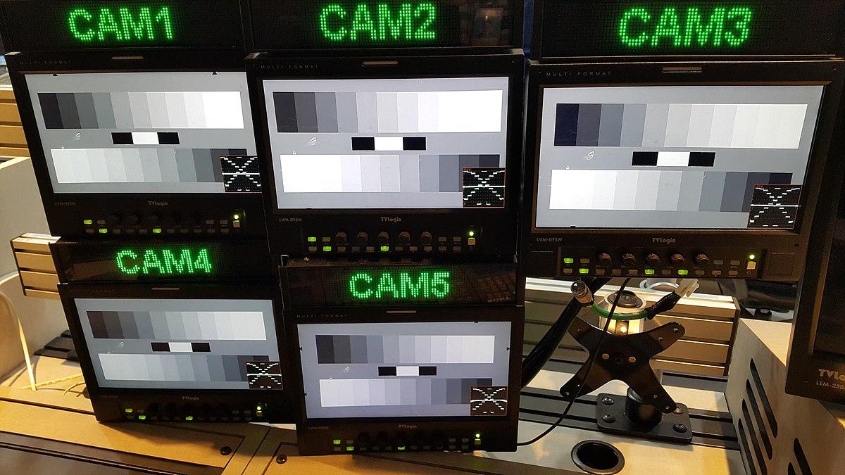 카메라 그레이 차트 드라마에서는 보통 5대의 카메라를 사용하며 그레이 차트를 사용해 카메라를 조정