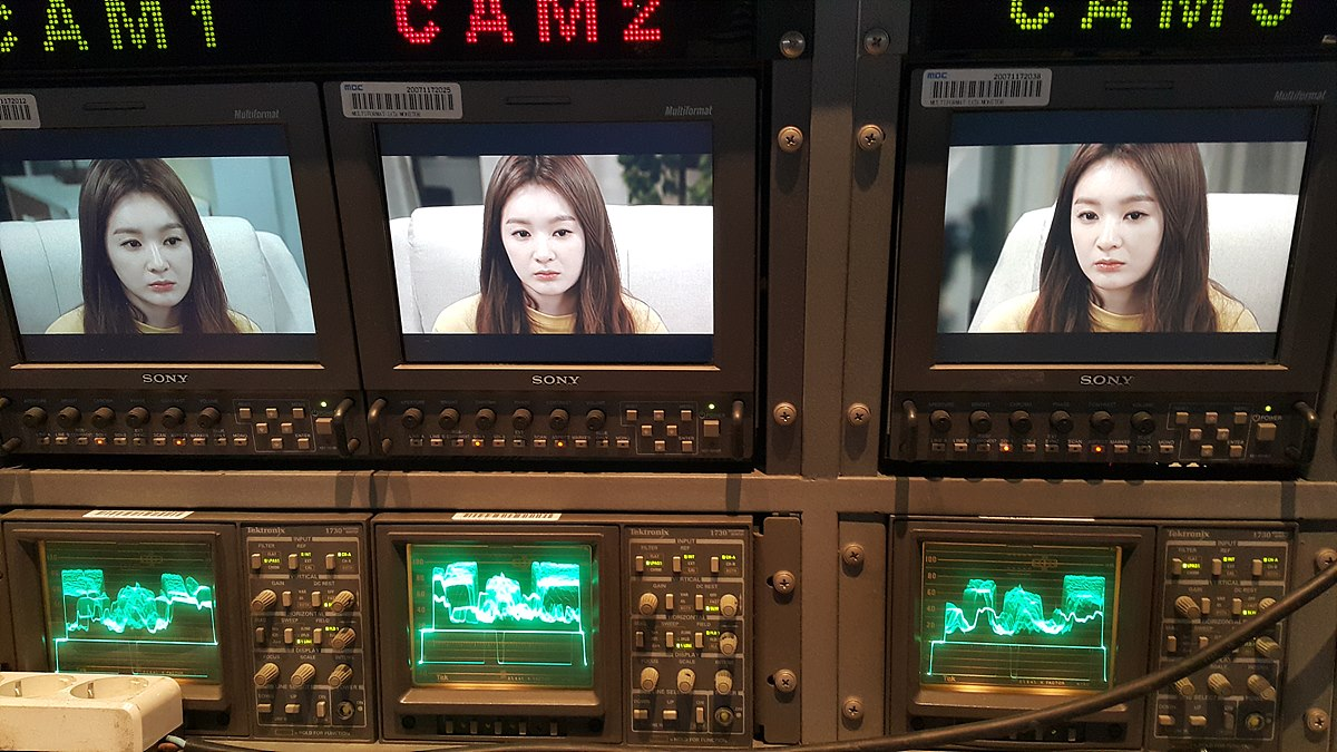 웨이브폼 모니터와 인물 - MBC 일일극 스킨톤의 경우 카메라의 위치와 조명의 각도에 따라 같은 장면의 웨이브폼 파형이 조금씩 다름