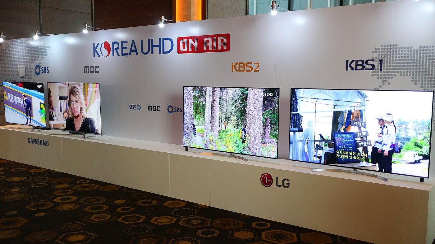 KBS, MBC, SBS의 UHD 시험방송 생방송으로 시청할 수 있는 전시존