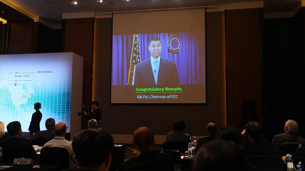 미국연방통신위원회(FCC) ajit Pai 회장은 ATSC 3.0을 검토 중이며, 한국의 사례를 깊이 고려하겠다고 전했다