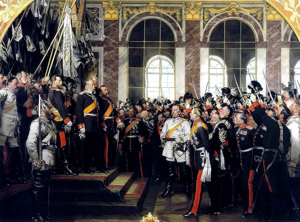 베르사유 궁전에서의 독일제국 선포식, 하얀 제복을 입은 이가 비스마르크 / 출처 : wikipedia