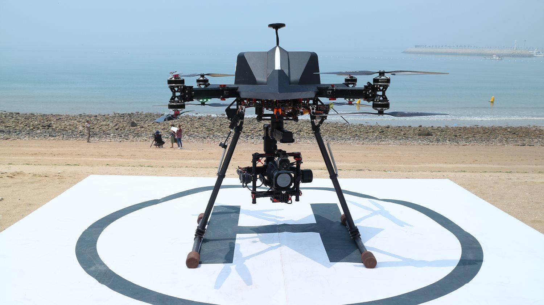 정찰드론(V-100), 최대 풍속 13m/s에서도 안정적인 비행이 가능하며, 항공영상처리를 통한 3D 정보를 생성하며, 안내방송도 송출한다