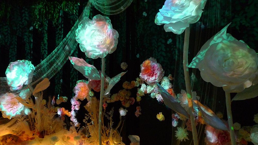 꽃을 오브제로 형상화한 카미유