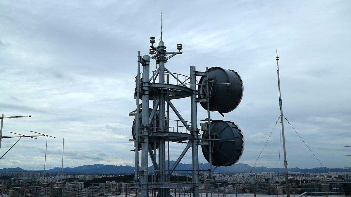 관악산, 청계산 등으로 EBS 방송신호를 M/W로 전달하는 안테나
