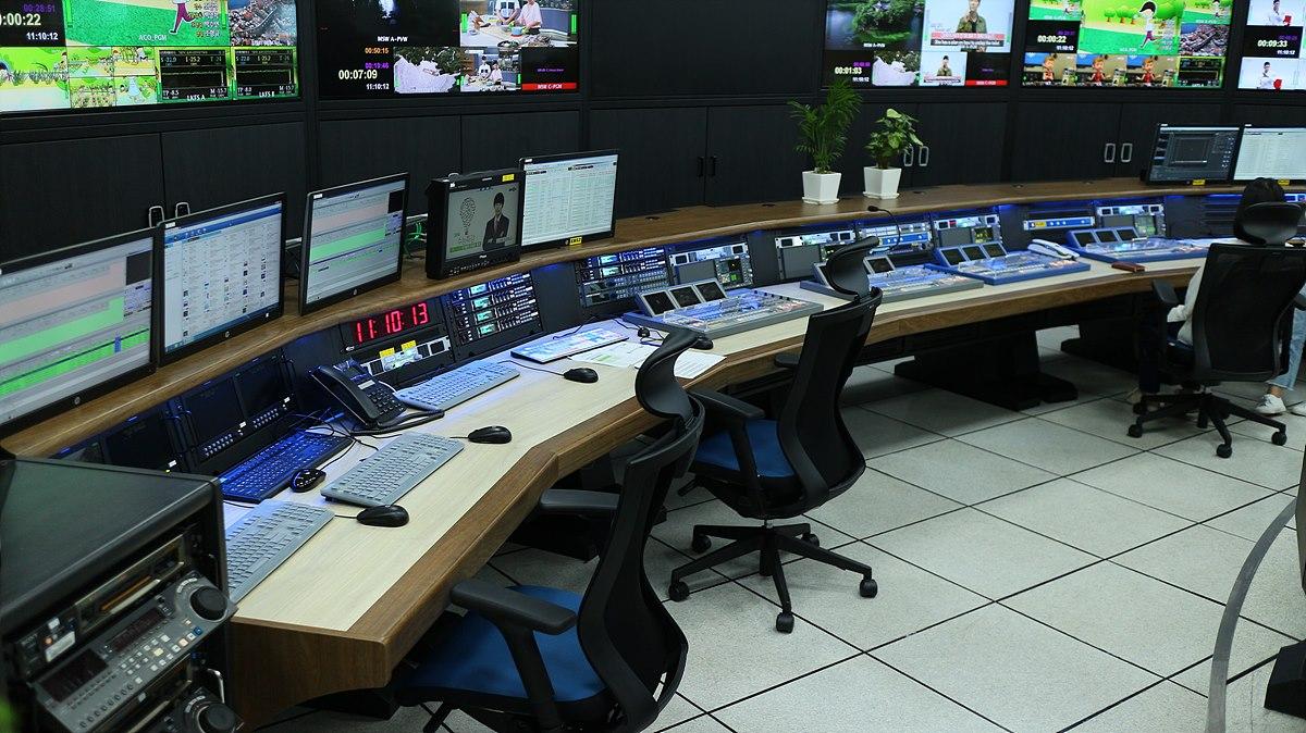 TV통합주조 하단 - 편성운행, 그래픽 작업 등 송출 사전작업 공간