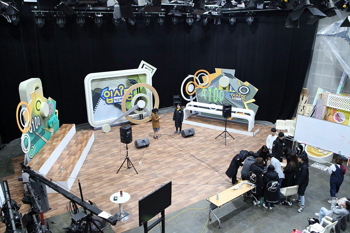 실제 IPTV 방송 프로그램을 제작하고 있는 HDTV 스튜디오
