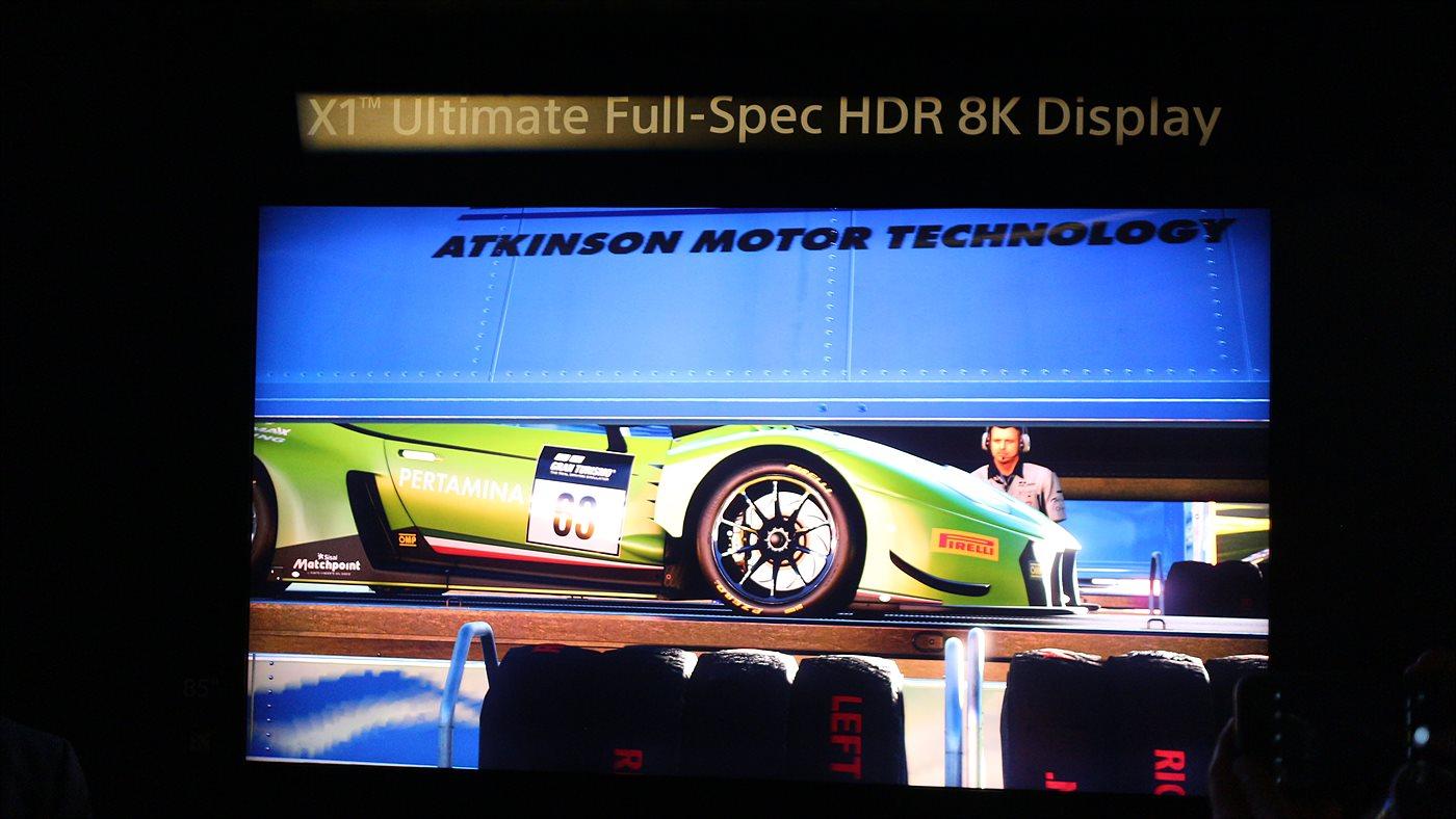 X1 얼티메이트 프로세서를 탑재한 8K 디스플레이