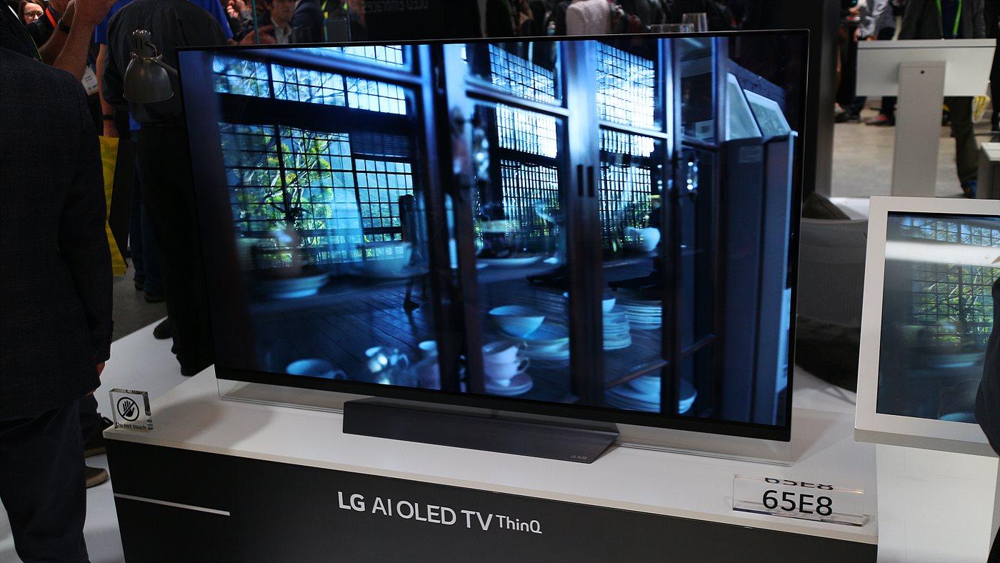 자연어 처리와 구글 어시스턴트가 탑재된 LG AI 올레드 TV