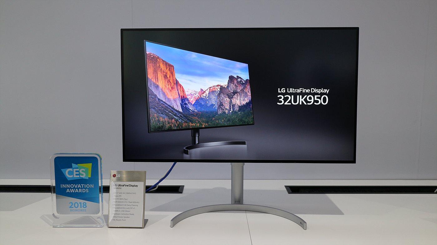 600nit의 밝기로 HDR과 썬더볼트 3로 데이지 체인을 지원하는 UHD Nano IPS 모니터