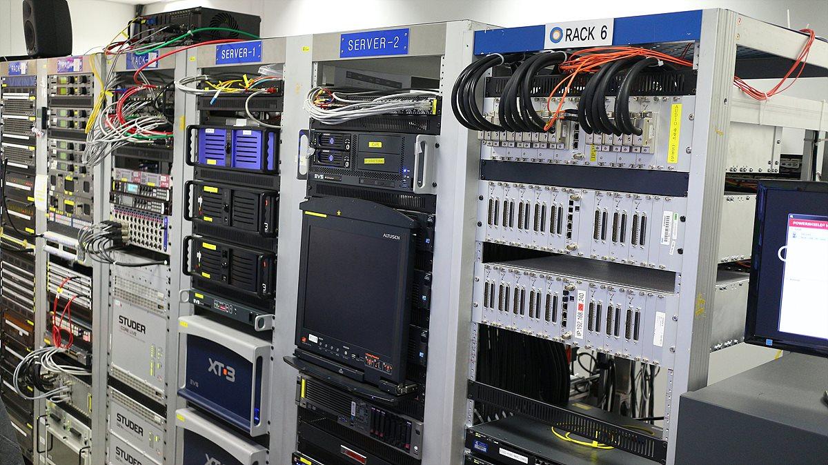 중앙 기계실의 방송장비들