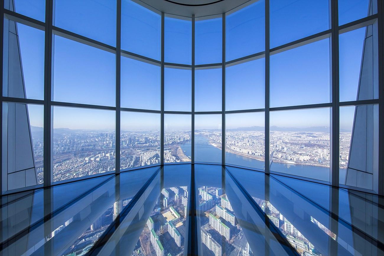 118층과 119층은 복층구조로 넓은 시야과 공간을 제공하며 서울 시내를 둘러볼 수 있다