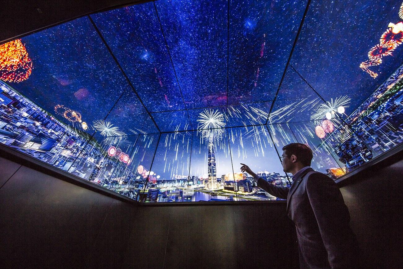 스카이셔틀 내부, 서울 스카이로 향하는 62초의 순간도 VR 영상쇼를 보며 지루할 틈이 없다