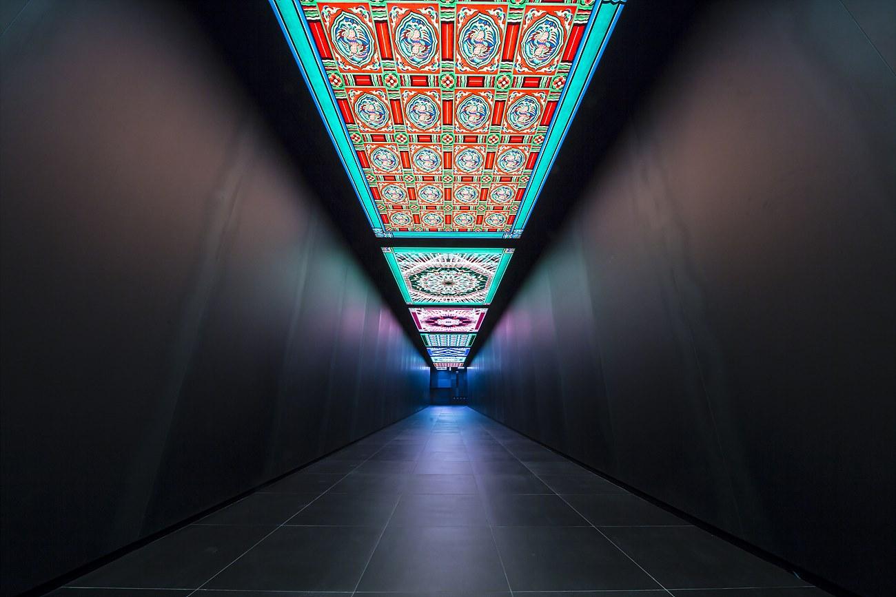 스카이셔틀을 타기 위한 길목에는 '한국의 건축미'를 주제로 여러 궁궐의 양식과 아름다움을 표현했다