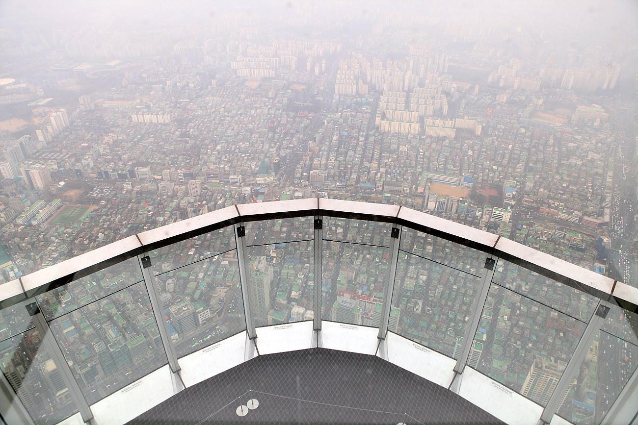 121층에서 본 120층의 '스카이 테라스'