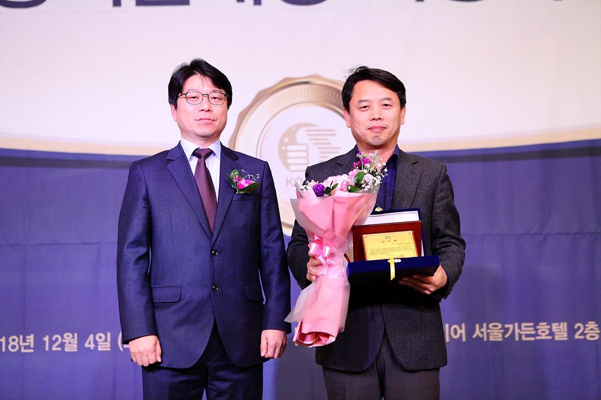 감사패 주인공인 김영태 한국전파진흥협회 센터장