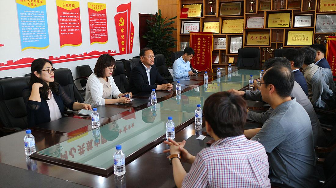 연변방송국에 대한 소개와 현황에 대해 설명한 이호남 연변방송국 대표 (왼쪽 세 번째)