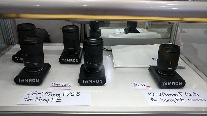 탐론에서 출신 예정인 17-28mm F2.8 FE 렌즈(우측)