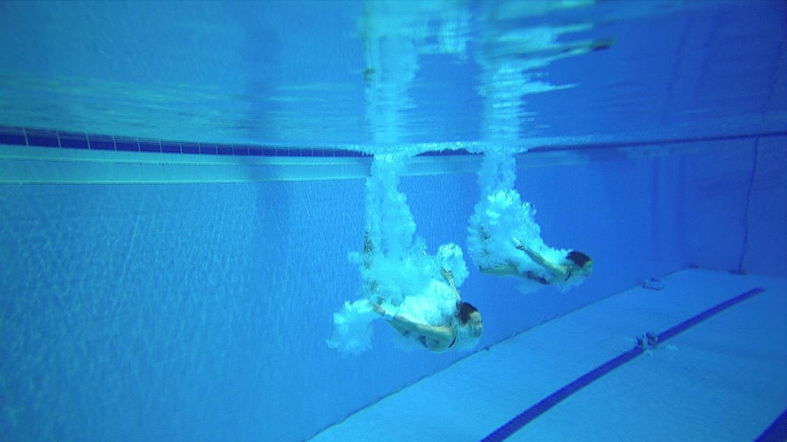그림 2. 이번 대회에서 처음 도입된 울트라 모션 피코 폴캠(Ultramotion PICO Polecam)의 영상. 방수와 슬로우 기능을 갖추고 있어 다이빙 입수 장면을 생동감 있게 포착할 수 있었습니다. 경영, 다이빙, 아티스틱 수영, 하이다이빙에 사용됐습니다.