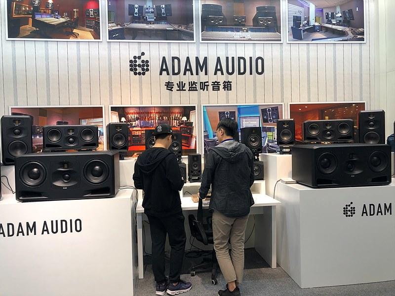 전시된 다양한 Audio 장비 및 업체 부스