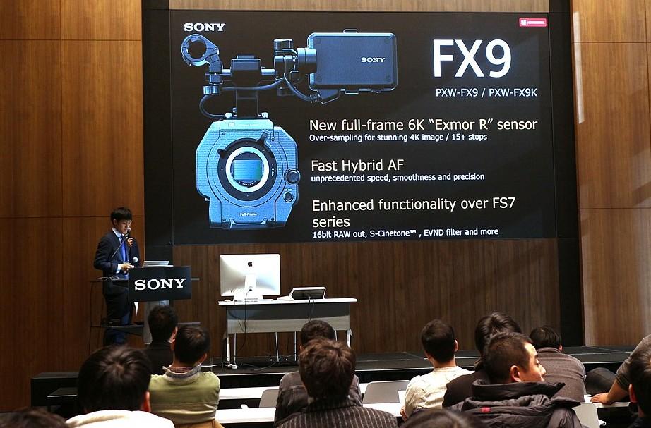 FX9을 소개하는 아노 세이야 소니 본사 제품 매니저