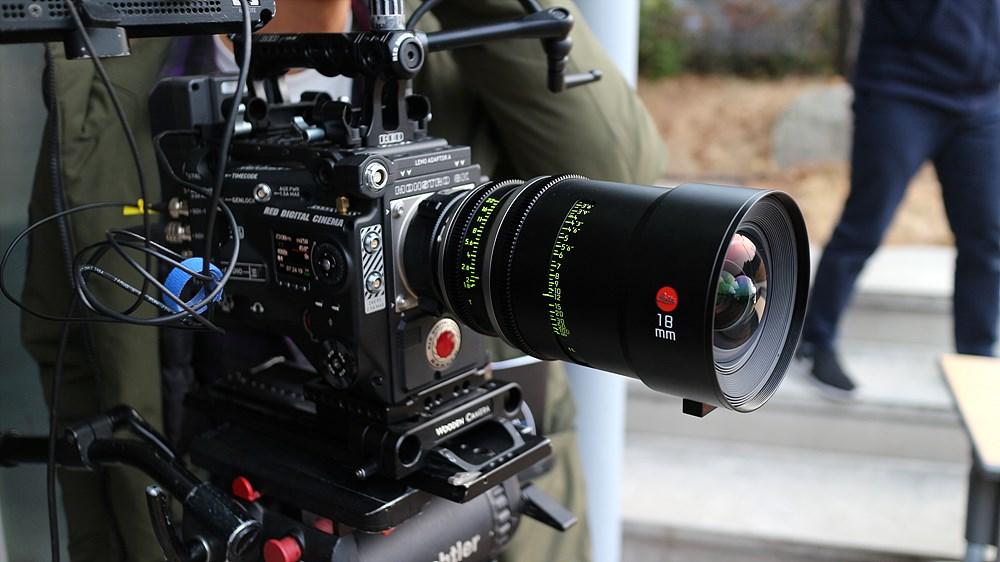 RED Monstro에 마운트된 18mm Leitz Prime 렌즈