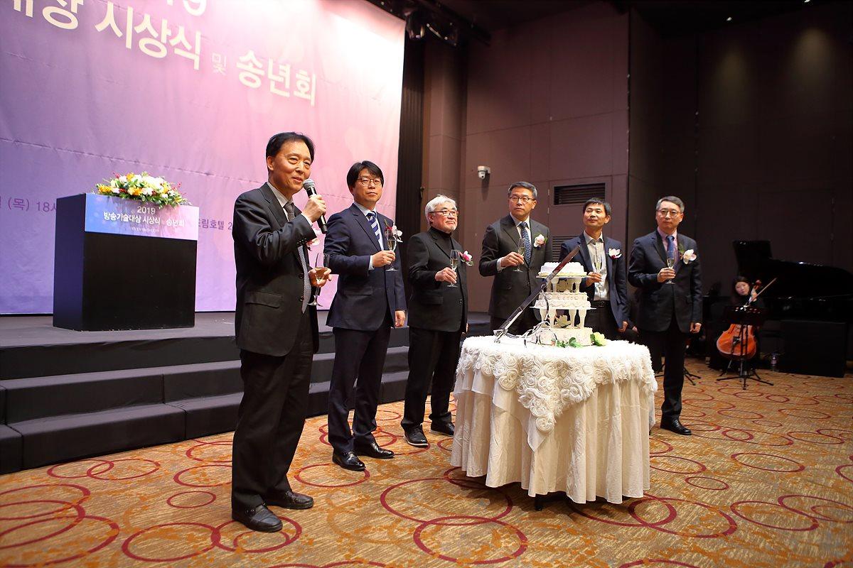 건배 제의를 청하는 이창형 KBS 기술본부장