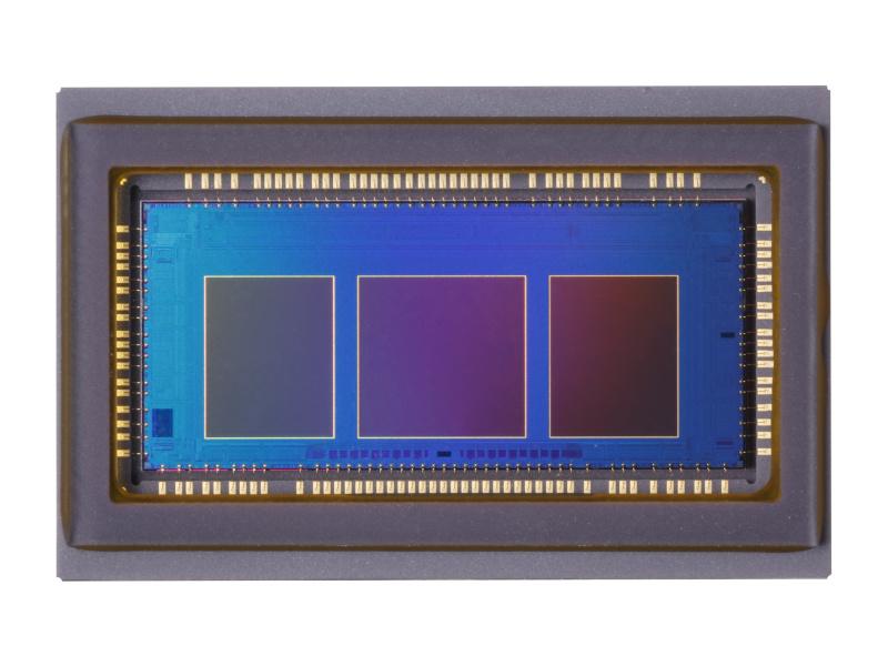 약 2,010만 화소의 CMOS 센서