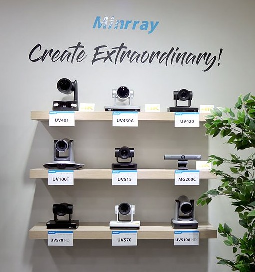 벽 한쪽에 전시된 Minrray 카메라들