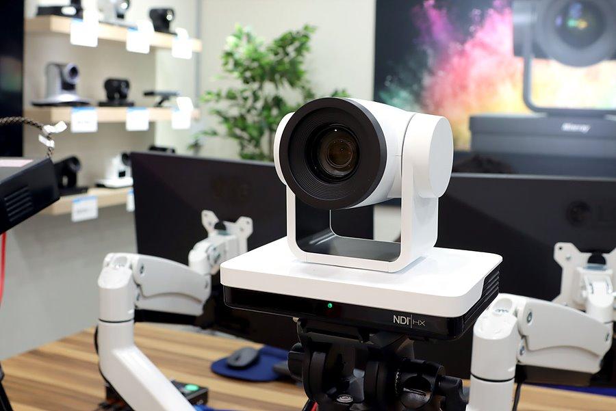 메인 카메라인 UV570